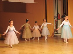 9 май празник на танцав НЧСветлина1941 (5)